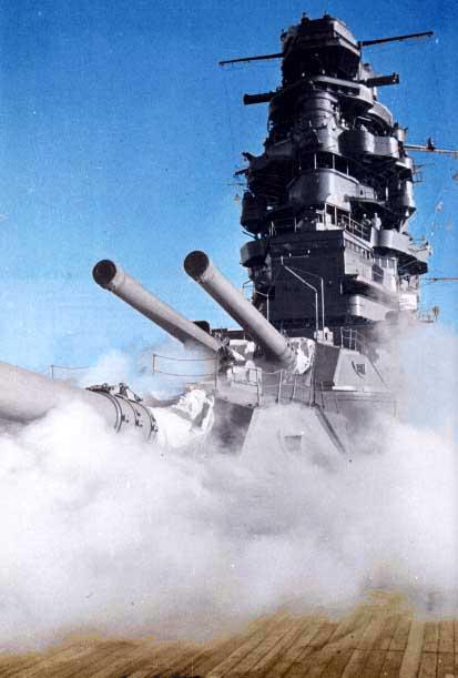 戦艦長門の主砲から煙 壁紙